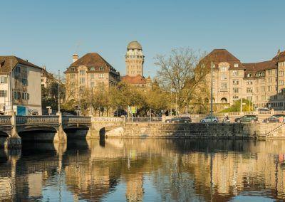 Urania Sternwarte Zürich Turm und Umgebung am Tag