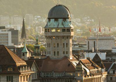 Urania Sternwarte Zürich und Umgebung in der Dämmerung