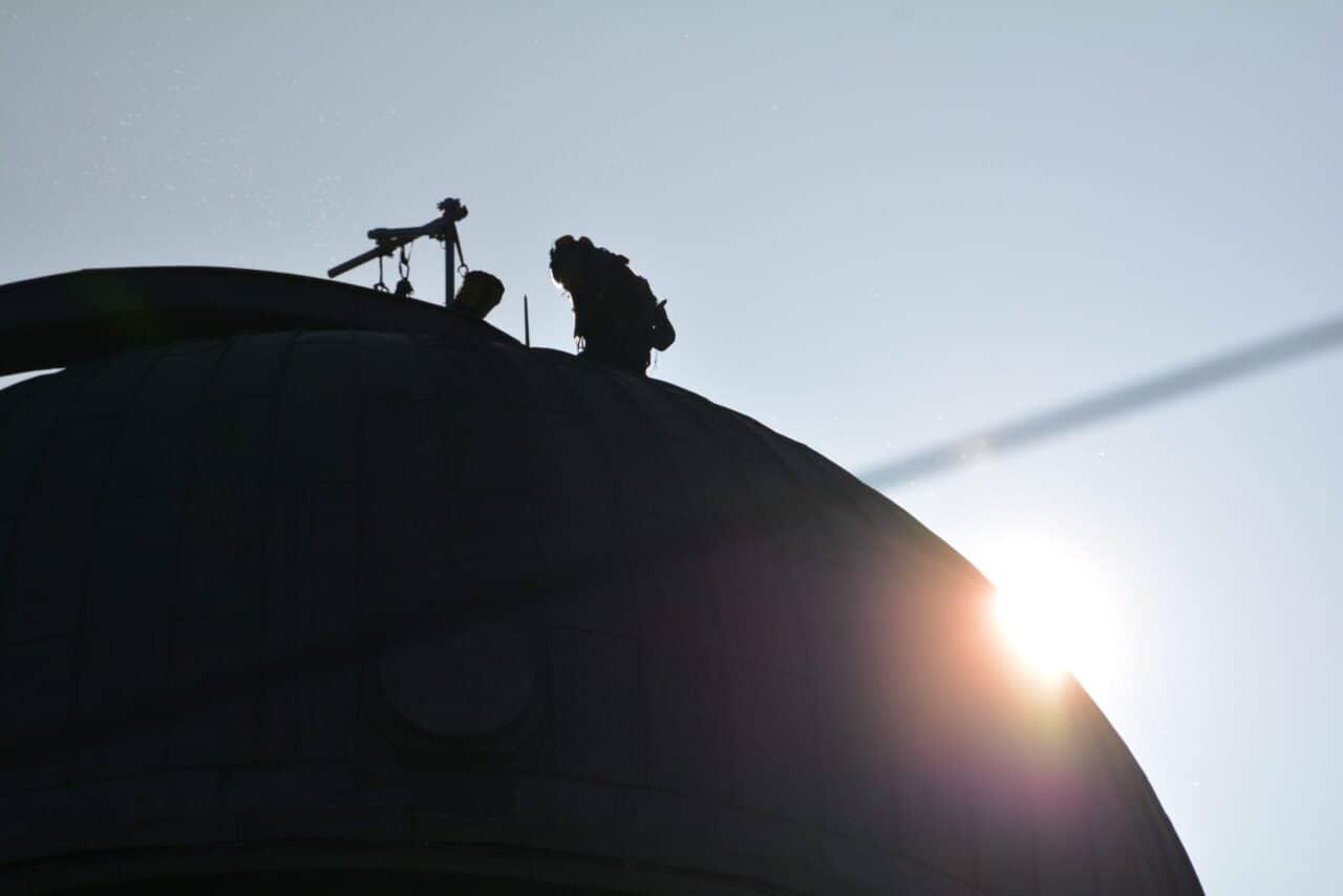 Maler auf dem Kuppeldach